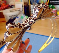 A fun free tutorial for making a headband decorated with ribbon! --- Bugs and Fishes by Lupin: Guest Post: Ribbon Hairband Tutorial