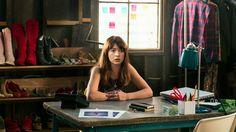 Girlboss Netflix Series Britt Robertson Image 8 (9)