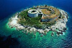 Остров Мамула в Черногории