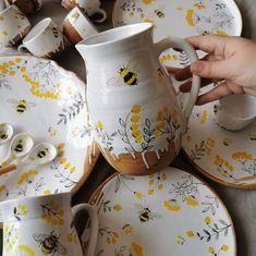 Pottery Painting Designs, Pottery Designs, Paint Designs, Ceramic Painting, Ceramic Art, Ceramic Jugs, Ceramic Decor, Keramik Design, Rustic Plates