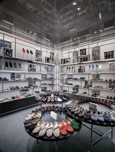 Selfridges London Shoe Gallery / Vincent Van Duysen Architects