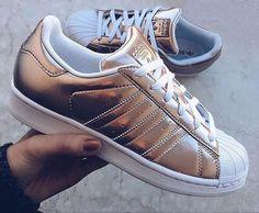 Be gold ! Adidas Superstar mood