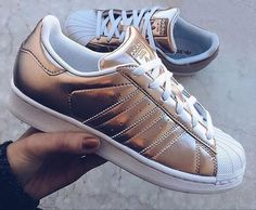Be gold ! Adidas Superstar mood