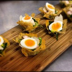 Caesar Salad anyone? Fine dining canapes from the Poet Caesar Salad anyone? Fine dining canapes from the Poet Food Design, Gourmet Recipes, Appetizer Recipes, Gourmet Meals, Dinner Recipes, Kitchen Gourmet, Aperitivos Finger Food, Caesar Salat, Think Food