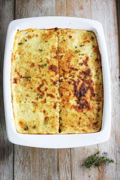 Bună ziua pofticioșilor. Astăzi am pregătit o rețetă extraordinară ce vine din bucătăria grecească. Aceasta se numește MUSACA, ea se face atât cu legume cât și cu carne. Eu vă prezint varianta mea …