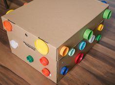 20 maneiras de explorar uma caixa de papelão: atividades para bebes | 20 different cardboard box activities for babies