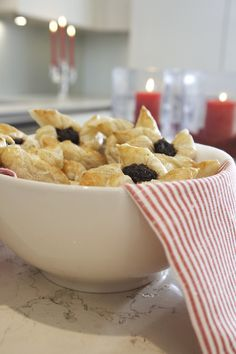 puff pastry filled with plum jam. Christmas Feeling, Winter Christmas, Christmas Time, Christmas Treats, Christmas Baking, Finnish Recipes, Jam Tarts, Plum Jam, Scandinavian Christmas