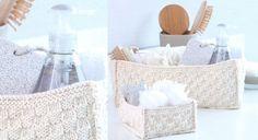 Tricotés en laine écrue, avec une jolie impression de relief, ces paniers de rangement accueilleront vos accessoires de beauté dans la salle...