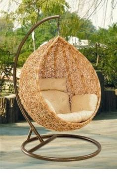 hanging chairs. I kind of want one for the balcony. even though I know it wouldn't survive well in Malaysian weather. *sigh*
