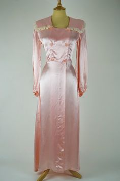1940s Vintage Dressing Gown Peach Pink Silk Satin with Lace Detail | Mela Mela Vintage