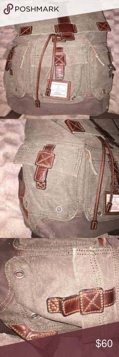 Fossil Canvas Leather Back Pack Excellent backpack, only the button doesn't clip other than that 9/10 condition Fossil Bags Backpacks