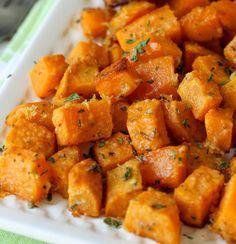 Notre recette de patates douces au parmesan est toute simple et rapide à cuisiner. C'est bon à s'en lécher les doigts.