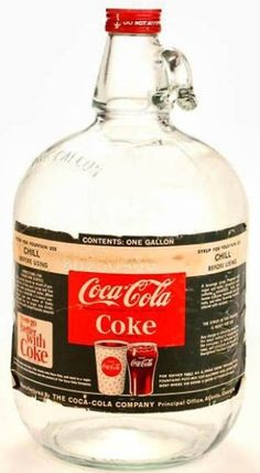 Gallon Jug 1960 When I worked in a soda shop back in the late this was how we got our Coca Cola. Had to mix it with soda water Coca Cola Vintage, Coca Cola Ad, Always Coca Cola, World Of Coca Cola, Coca Cola Bottles, Old Bottles, Vintage Ads, Ginger Ale, Garage Art