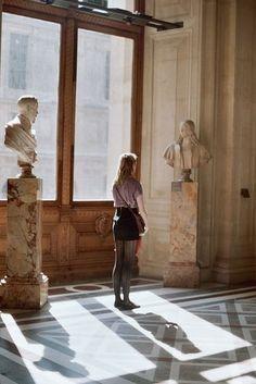 mia + the louvre Annabeth Chase Aesthetic, Tableaux Vivants, Museum Photography, Living In London, Villefranche Sur Mer, Little Paris, The Secret History, Lovers Art, Art History