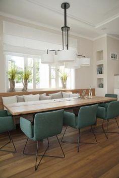 Esstisch und Stühle der Villa