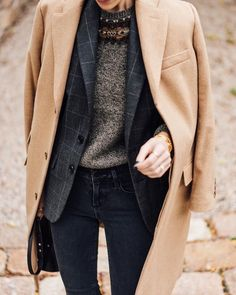 Love this casual chic layered outfit. Love this casual chic layered outfit. Looks Style, Street Style Looks, Looks Cool, Grunge Street Style, Cute Fashion, Look Fashion, Fall Fashion, Womens Fashion, Ladies Fashion