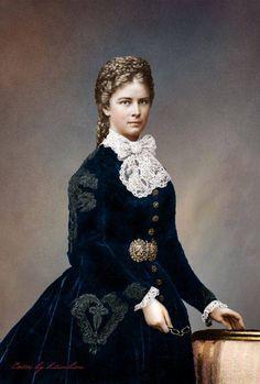 Sissi Kaiserin Von Oesterreich - Empress Elizabeth of Austria Romy Schneider, Empress Sissi, Vintage Beauty, Belle Photo, Gowns, Female, Womens Fashion, Clothes, Beautiful