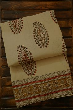 Cotton Saree Designs, Saree Blouse Designs, Cotton Sarees Online, Ethnic Sarees, Sari Dress, Flower Coloring Pages, Thing 1, Saree Models, Woman Clothing