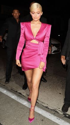 Kylie Jenner wows in thigh-skimming magenta dress at her bash Moda Kylie Jenner, Kylie Jenner Dress, Kylie Jenner Birthday, Looks Kylie Jenner, Estilo Kylie Jenner, Estilo Kardashian, Kylie Jenner Style, Kendall Jenner Outfits, Kendall Kardashian