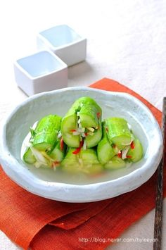 오이소박이물김치~ 물김치담그는법, 여름김치담그는법 김치도 먹는사람의 요구에 따라... 점차 변화되는 것... Korean Dishes, Korean Food, Easy Cooking, Cooking Recipes, Asian Recipes, Healthy Recipes, Hawaiian Recipes, Korean Kitchen, K Food