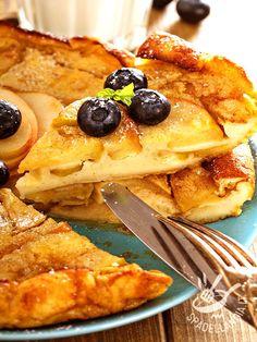 La Torta di mele con crema di mascarpone è una delizia, molto semplice e alla portata di tutti, vi farà fare un figurone con gli amici. Ricotta, Sweet Desserts, Dessert Recipes, Apple Deserts, Love Cake, Queso, Cake Cookies, Italian Recipes, Sweet Tooth