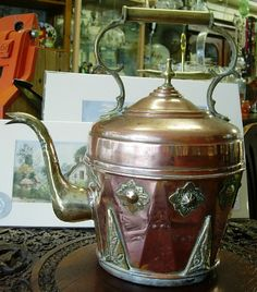 Antique Anglo Indian Victorian Copper and Brass Kettle Copper Pots, Copper Kitchen, Copper And Brass, Victorian Kitchen, Antique Dishes, Teapots And Cups, Iron Decor, Kettles, British Colonial