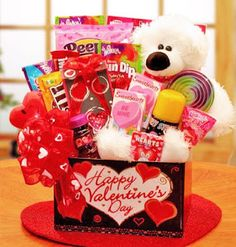 Valentines Day is the day when you show your love and affections to your Girlfriend / wife. So, here is the most awesome Valentines Day 2016 Gifts Ideas For Her. Make her feel wanted and make her feel loved by you. Kinder Valentines, Valentines Day Baskets, Valentines Gift Box, Valentine Gifts For Kids, Valentines Gifts For Boyfriend, My Funny Valentine, Kids Gifts, Happy Valentines Day, Boyfriend Gifts