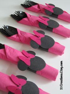 minnie mouse napkins/ utensils