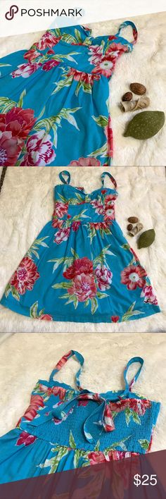 🌊 Hollister Multi Style Floral Beach Dress 🌊 Hollister Multi Style Floral Beach Dress  Size: Small  Material: 100% Cotton  The straps adjust and can be worn 4 different ways. (Spaghetti Strap, Cross Back, Halter, and even if wanted Strapless).    It has lining and an elastic back as shown. Is is about 25 1/2 inches long not including the straps since they do adjust.   #41 Hollister Dresses Midi