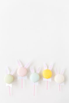 There aren't many times in the year when serving bunny ear macarons to guests is socially acceptable, so we should heed the DIY opporunity while we can for Easter. Hoppy Easter, Easter Bunny, Macarons, Filled Easter Baskets, Dessert Original, Diy Ice Cream, Diy Ostern, Easter Treats, Easter Desserts