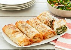 Chicken & Spinach Filo Parcels Phylo Pastry Recipes, Phyllo Recipes, Chicken Filo Parcels, Cooking Recipes, Healthy Recipes, Healthy Food, Kiwi Recipes, Filo Recipe, Easy Dinner Recipes