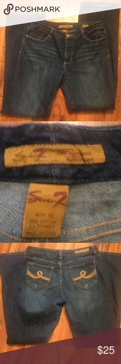 👖 SEVEN7 JEANS 👖 SIZE 10 EUC Seven7 jeans gold pocket sticking in excellent shape size 10.  Add to a bundle or make me an offer. Seven7 Jeans