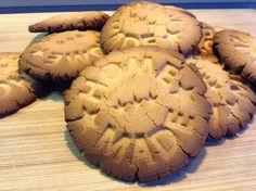 Supersimple Paleo Cookies aus Kokosnussmehl und Butter. Den honig ersetze ich einfach durch einen anderen Süßstoff.