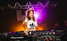 Alison Wonderland – RUN [Deluxe Edition Remixes] iTunes:  Australian DJ and producer Alison Wonderland has just released her RUN Deluxe edition double album featuring official remixes of ever…