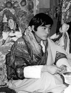 Bhutan, Foto Face, Thunder Dragon, Court Dresses, Royalty, Fictional Characters, Heavens, Royals, Fantasy Characters