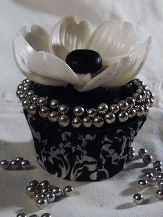 Elegant B Cupcakes Elegant Cupcakes, Fancy Cupcakes, Pretty Cupcakes, Beautiful Cupcakes, Yummy Cupcakes, Wedding Cupcakes, Cake Wedding, Silver Cupcakes, Black And White Cupcakes