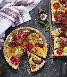 When made with tomatoes in a variety of colors and sizes, this elegant tomato tart becomes a showstopper on your summertime table. Heirloom Tomato Tart with Ricotta and Basil… Heirloom Tomato Tart, Heirloom Tomatoes, Heirloom Tomato Recipes, Tart Recipes, Cooking Recipes, Ricotta, Tomato Tart Recipe, Salsa Recipe, Good Food