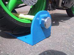 Motorcycle wheel clamp