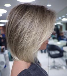 100 New Short for 2019 - Bobs and Pixie Haircuts, Today's article is all about 100 new short hairstyles for We all pretty sure that long hair is not the best option for each lady to be most fem. Short Hairstyles For Thick Hair, Layered Bob Hairstyles, Short Hair Cuts, Pixie Haircuts, Long Short Hair, Fine Hair Hairstyles, Hairstyles 2016, Casual Hairstyles, Retro Hairstyles