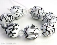 Lampwork bead set by Dora Schubert