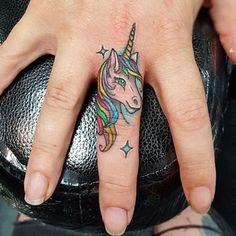 tatuajes de unicornios para mujeres pequeños