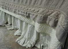 Hello friends! Happy Wednesday! this is a very strange post.... yes indeed it is.... I am in love..... ....with linens..... pretty sur...