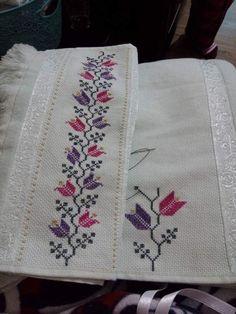 Discover thousands of images about İsim: Görüntüleme: 1583 Büyüklük: KB (Kilobyte) Cross Stitch Pattern Maker, Cross Stitch Borders, Cross Stitch Rose, Cross Stitch Flowers, Cross Stitch Designs, Cross Stitching, Cross Stitch Patterns, Towel Embroidery, Learn Embroidery