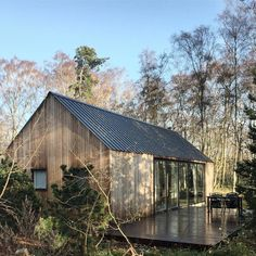 In the fall of we bought a small piece of land bordering a small lake covered by Birch, Oak and Pine. Here we are building a cabin. This is our journal. Modern Cottage, Cottage Living, Modern Farmhouse, Modern Barn, Cabins In The Woods, House In The Woods, My House, Building A Cabin, Tiny House Movement