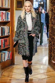 Chanel Pre-Fall 2015 Fashion Show - Aymeline Valade