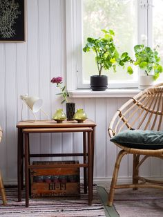 Sisustusta, kirppislöytöjä, nostalgisia tavaroita ja esineitä käsittelevä blogi. Sweet Home, Interior, Table, Furniture, Vintage, Home Decor, Decoration Home, House Beautiful, Indoor