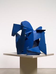 Thomas Kiesewetter - Matisse Blau (detail) Thomas Kiesewetter makes elegant abstract sculptures in which an industrial material, sheet metal, is playfully bent, folded and imbued with organic, almost human characteristics. Bolted together and painted in bold colours, his sculptures are reminiscent of modernist architectural shapes, as much as they make us conscious of the solidity of their single material.