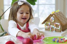 Fun Holiday – Gingerbread House Day