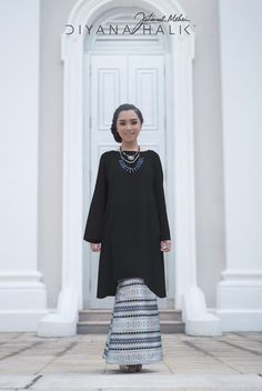 Incorporating fishtail details into your baju kurung will lengthen your silhouette.