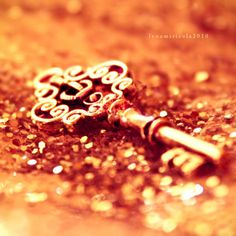 glitter and keys...two of my favorite things!
